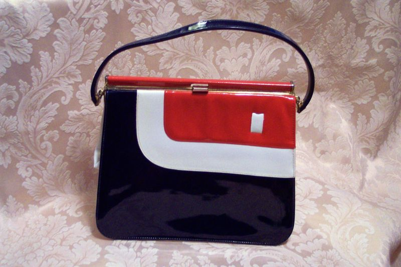 5682ebe0f38 Vintage Mar Shel red white & blue patent leather purse (2)