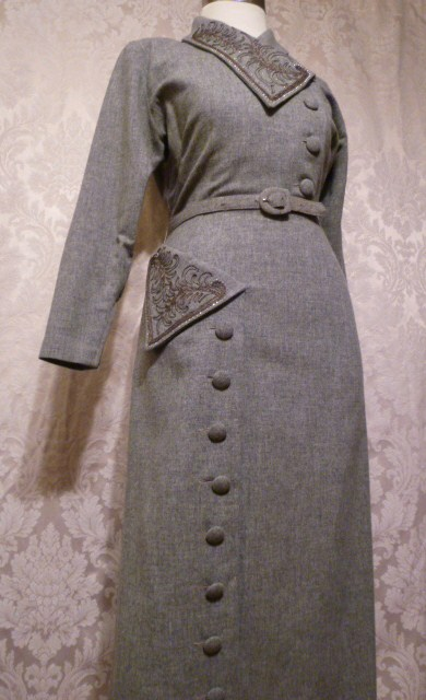 1940s vintage dress grey wool embroidered collar off center buttons jpg (12)