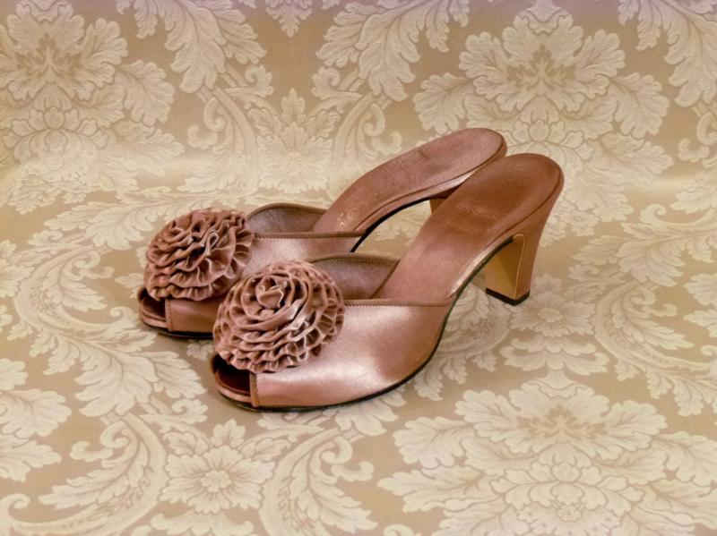 Vintage Daniel Green 1940s 1950s rose gold boudoir hostess slippers  (2)