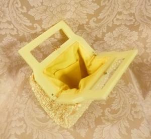 Vintage 1950's Buttercup Yellow Beaded Daisy Purse Handmade in Hong Kong (7)
