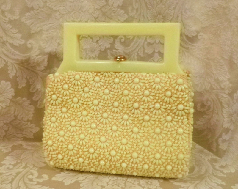 Vintage 1950's Buttercup Yellow Beaded Daisy Purse Handmade in Hong Kong (6)