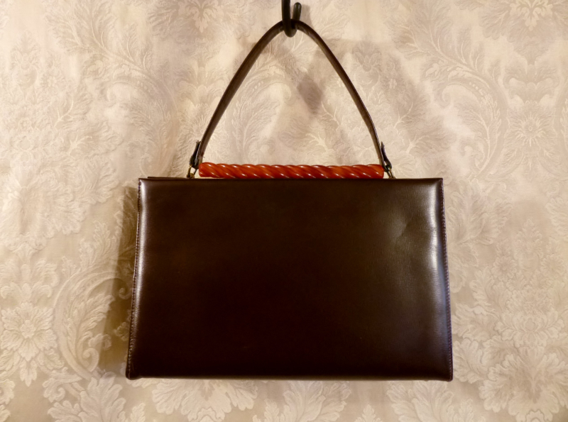 Vintage brown purse lucite bakelite look rope clasp red lining (1)