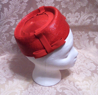 Vintage 1950s 196s red raffia straw pillbox hat fez hat ribbon bow Woolf Bros.  (1)