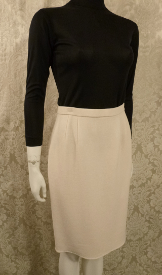 Vintage 1980s Carolyne Roehm ivory white crepe wool pencil skirt. (3)